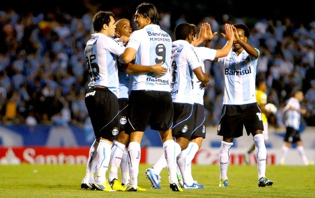 Grêmio comemora vitória sobre o Barcelona-Equ, 24/10/2012 (Foto: Lucas Uebel / Site Oficial do Grêmio)