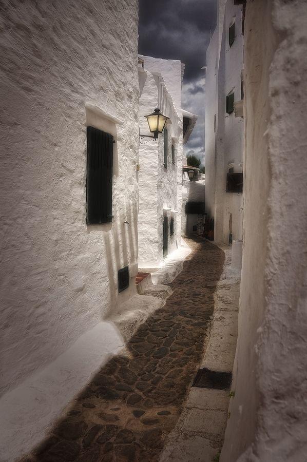 Menorca V carrer estret by Elvira Castellví on 500px