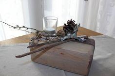 Tischdeko aus altem Holz! Alter Holzblock nat�rlich dekoriert mit einem kleinen Hirschen und einem Teelichtglas! Preis 24,90%u20AC