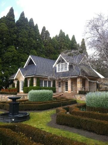 BAYNTON COTTAGE - Contemporary Hotels: BAYNTON COTTAGE - Contemporary Hotels in Bowral