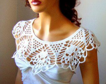 Boléro de mariée blanche Wrap Capelet haussement par RoseAndKnit