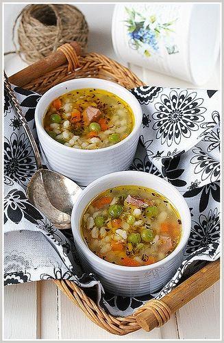 о вкусный и сытных супах...очень даже в тему, потому что зима подкралась, как обычно - неожиданно, бессмысленно...и беспощадно суп с ветчиной и перловкой от Катерины…