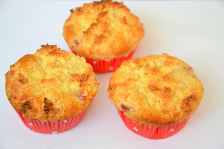 Palavras que enchem a barriga: Muffins de morango com cobertura de pão de Deus para uma decisão difícil!