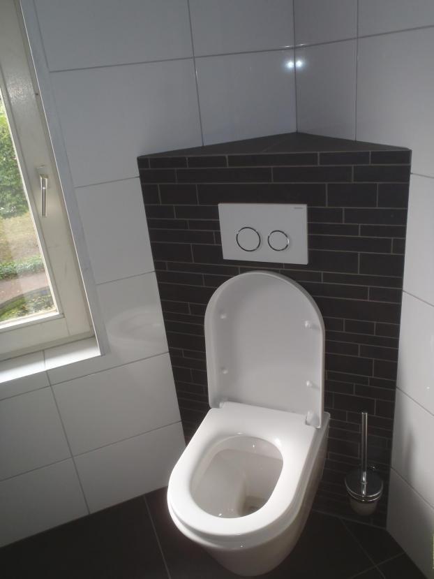 Hoektoilet in nieuwe badkamer (Landhorst)