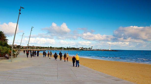 メルボルンの海辺に広がる郊外都市セント キルダ。人気のビーチや誰もが知っている遊園地、ケーキショップが並ぶ通りなど、人気の観光地が集まるエリアです。