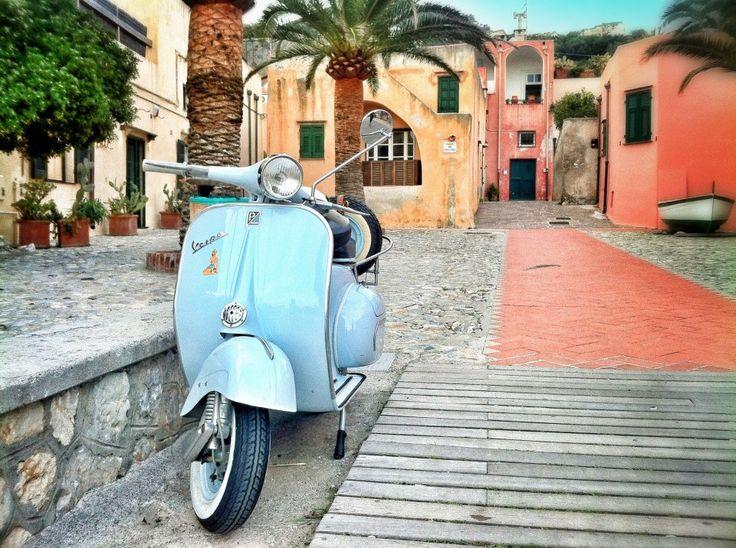 Vespa @ Varigotti, Liguria