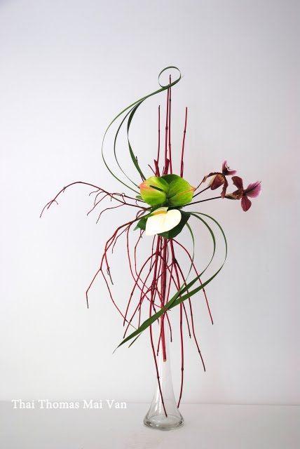 l art floral japonais ikebana thai thomas mai van l a dans la peau ses cr ations florales s. Black Bedroom Furniture Sets. Home Design Ideas
