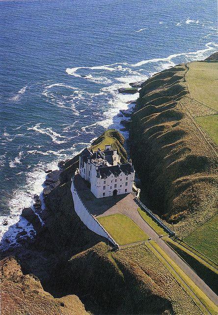 Dunbeath Castle - Caithness, Scotland | #lifeadvancer | @lifeadvancer