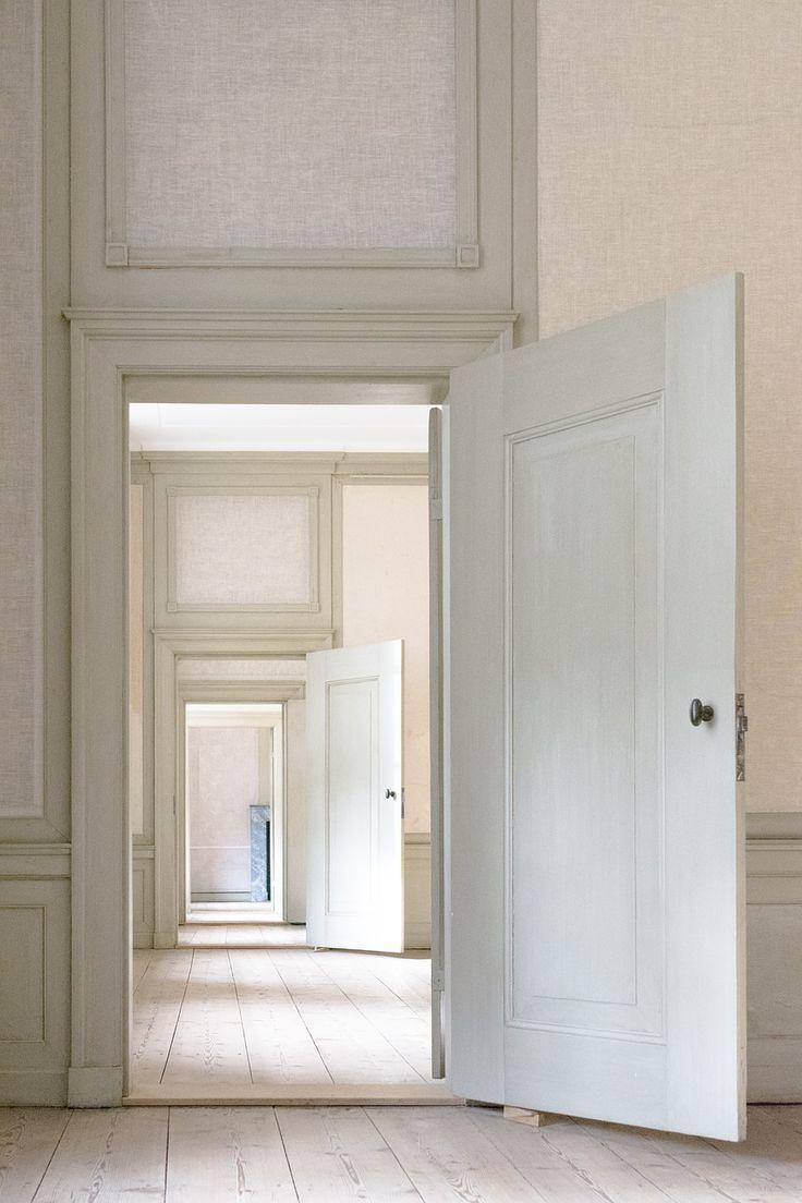 Weiße Holztüren, Weiße Holzrahmen Und Ein Heller Holzboden U2013 Perfekt, Um  Ein Schönes Gemütliches Zuhause Zu Schaffen. 🛋 #wood #woodworking #boden  #holz ...