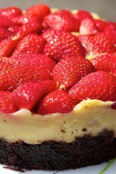 Super saftiger Schoko-Vanillepudding-Erdbeerkuchen – #Saftiger #SchokoVanillepud…