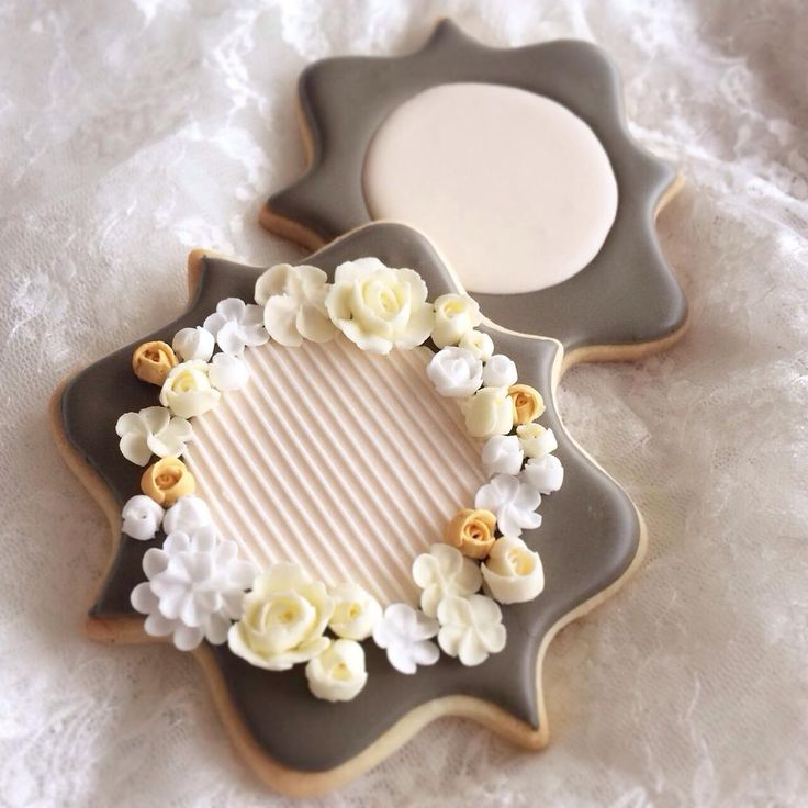 Flower cookie by Littlesugar  - lovely subtle color palette | Cookie Connection