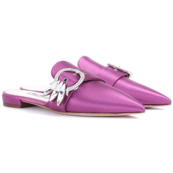 Miu Miu Embellished Satin Mules (14,645 THB) ❤ liked on Polyvore featuring shoes, flat shoes, purple, slippers, purple flat shoes, satin flats, miu miu, mule flats and embellished flats