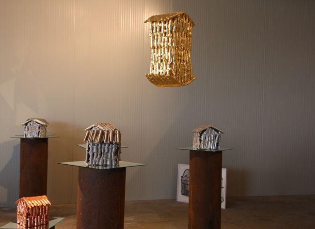 """Francesca Gagliardi, edizione 2011, """"Home"""", 2011, foglia d'oro su ceramica. Courtesy: Asilo Bianco"""