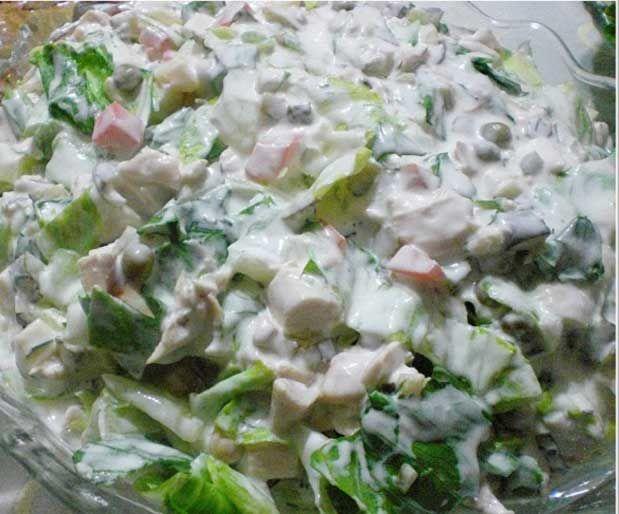 Göbekli Elmalı Salata    Malzemeler:    6-8 Kişilik        1/2 göbek      1 tane yeşil elma      1 kutu mısır konservesi      1 çay bardağı iri dövülmüş ceviz      1 çay bardağı kuru üzüm      4, 5 tane kornişon turşu      3, 4 dal dereotu      2, 3 çorba kaşığı mayonez      1 su bardağı yoğurt      Tuz    Yapılışı: Üzümleri sıcak suda yarım saat bekletip süzelim. Diğer tüm sebzeleri doğrayıp hepsini büyük bir kasede karıştıralım. Soğuk servis yapalım.