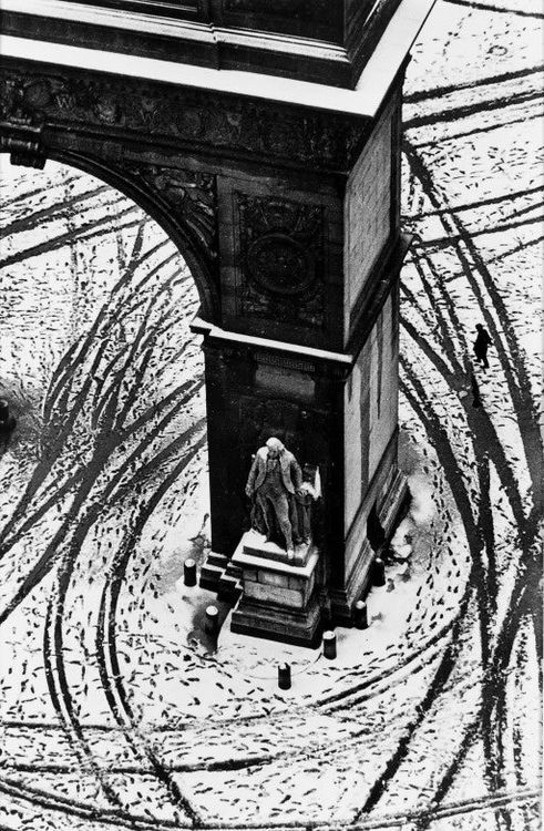 ANDRÉ KERTÉSZ  Washington Square. New York.1966