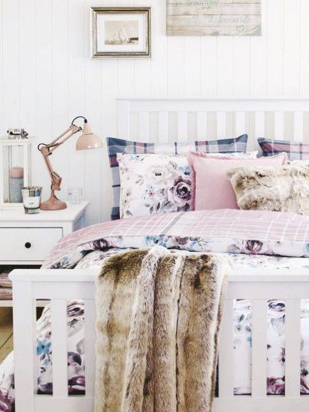 Schlaf bedeutet Erholung, deswegen ist die Einrichtung im Schlafzimmer sehr wichtig. Ob modern, klassisch oder romantik - hier kommen die schönsten Looks.