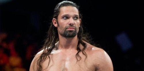 Esposa de luchador de WWE arrestado por agredirla pide clemencia...