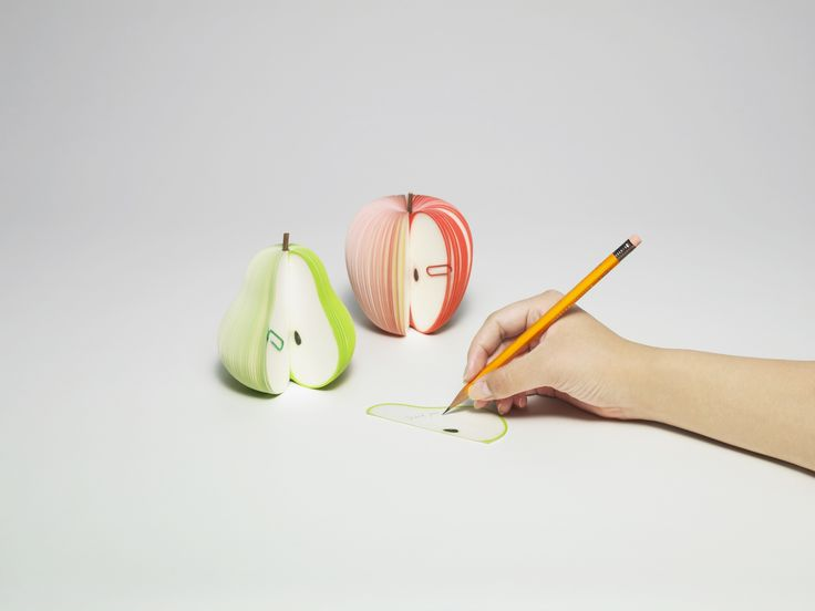 「KUDAMEMO」 Shaped and colored like luscious fresh-picked fruit, complete with stems, these tempting memo blocks are packed in eye-catching cardboard fruit crates. Memo sheets resemble slices of fruit.