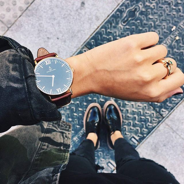 'style is a way to say who you are without having to speak.' @andreabelverf is wearing her Campus Black Brown Leather.| kapten-son.com