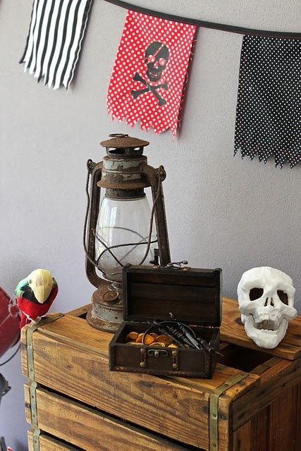 PIRATE BANNER, OLD LANTERN, MINI CHEST WITH SKELETON KEYS