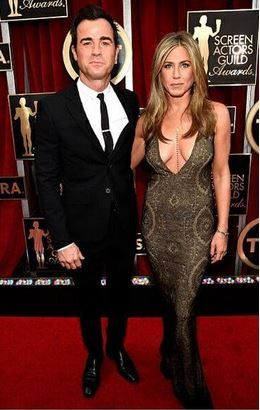 Jennifer Aniston's SAG Awards Body Chain / Necklace for Less   Big Blonde Hair : Big Blonde Hair http://www.bigblondehair.com/style/jennifer-anistons-sag-awards-body-chain-necklace-less/