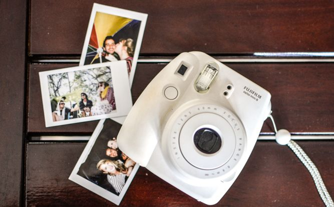 Fujifilm Instax Mini 8 prints out business card-sized snaps