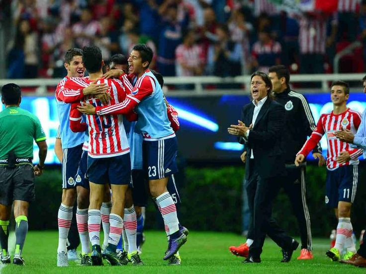 CHIVAS ESTÁ A PUNTO DE ALCANZAR LAS MIL VICTORIAS El Club Deportivo Guadalajara está próximo a conseguir la marca histórica de mil victorias en juegos de torneo de liga y liguillas.