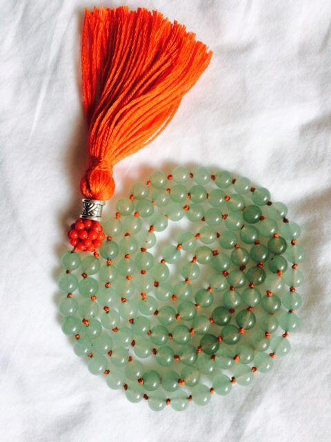 mala en aventurina y mini dodecaedro en coral rojo