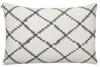 Ikat Kerala White/Grey | Kuddar/Mattor/Textil | Artilleriet | Inredning Göteborg