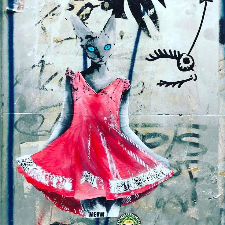 Fräulein Katze bittet zum Tanz. #köln #colognecity #cologne #streetart #streetarteverywhere #streetartcologne #catstagram #cats #catsofinstagram #katze #kleid #meow #miau #reddress