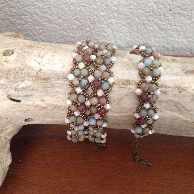 Met mijn favoriete edelsteen, Impression Jaspis, heb ik 2 van deze mooie armbanden gemaakt. Het patroon is van Deborah Roberti en heet Pebbled Bracelet.