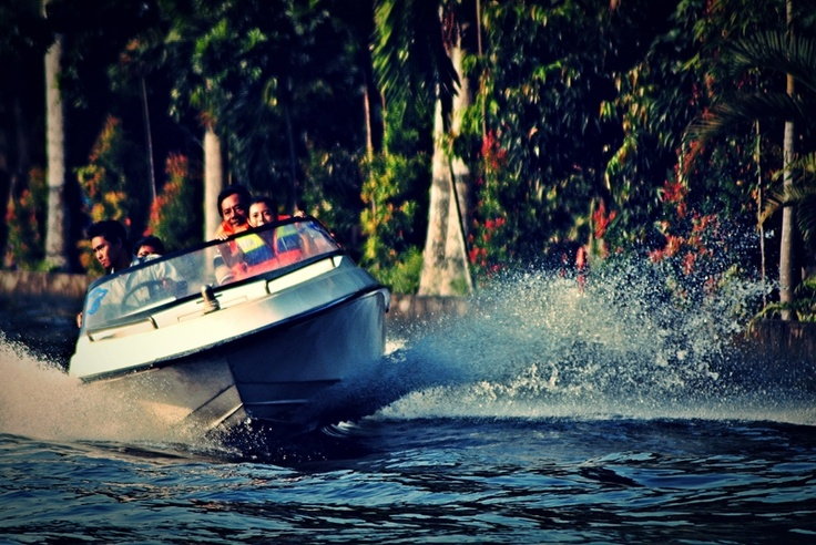 [FOTO] The Boat at Gembira Loka Zoo Jogja - NIKON D3000, f/5.6, exposure time 1/640 sec, ISO 200, focal length 300 mm, no flash. PhotoScape