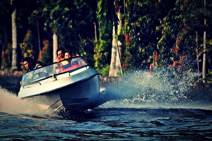 [FOTO] The Boat at Gembira Loka Zoo Jogja - NIKON D3000, f/5.6, exposure time 1/640 sec, ISO 200, focal length 300 mm, no flash. PhotoScape