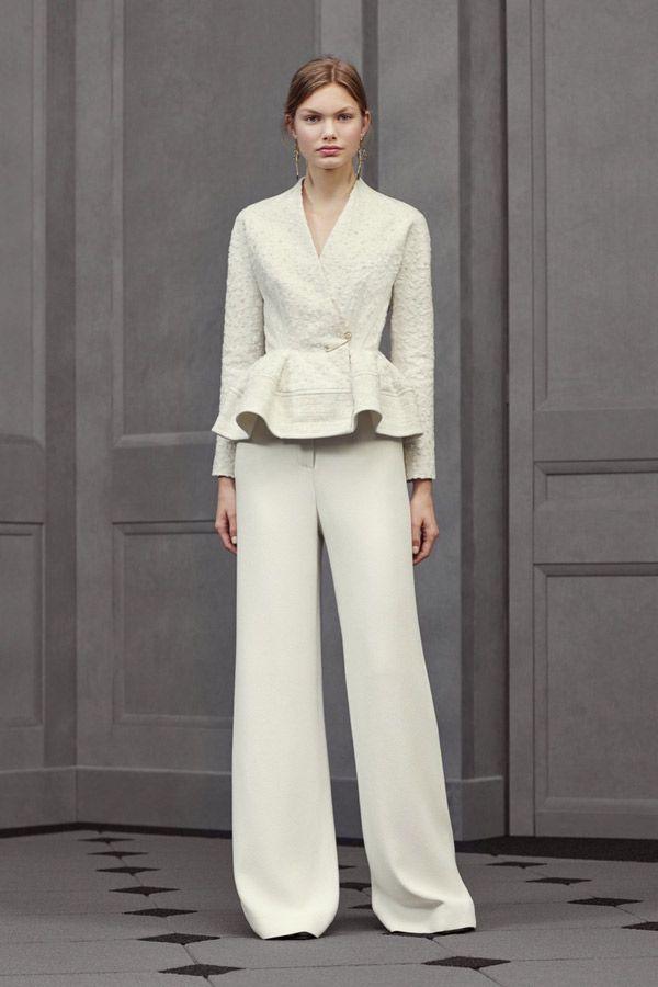 Белые расклешенные брюки с жакетом – офисная мода весна лето 2016 фото Balenciaga