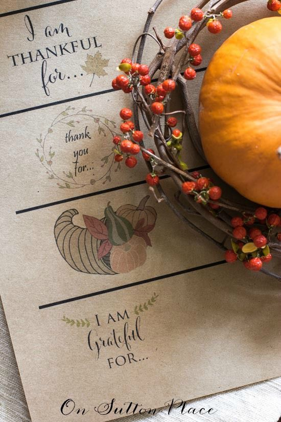 Thanksgiving Paper Chain Printable | The perfect easy craft to countdown the days until Thanksgiving. Free printable provided. Just cut and tape.