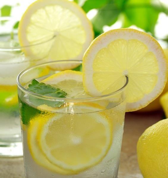 Energy drink fai da te: come realizzare bevande naturali per reintegrare i sali minerali dopo lo sport