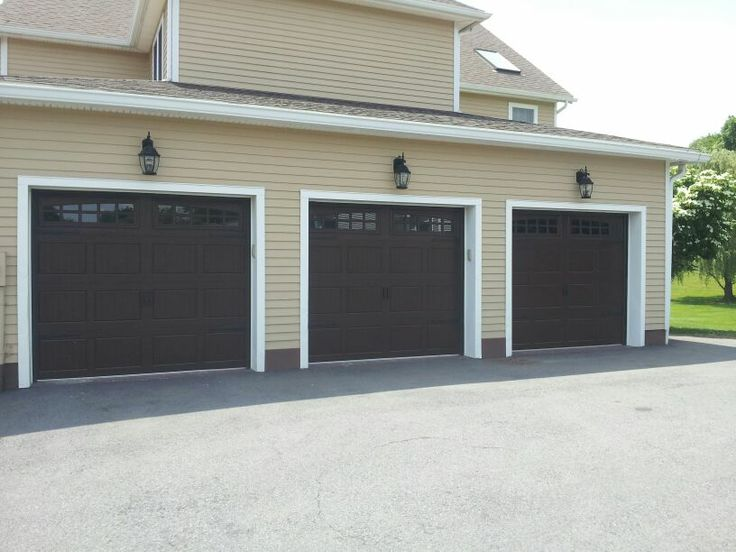 Raynor Showcase Garage Doors With The Carriage Stamp.  Www.dutchessoverheaddoors.com