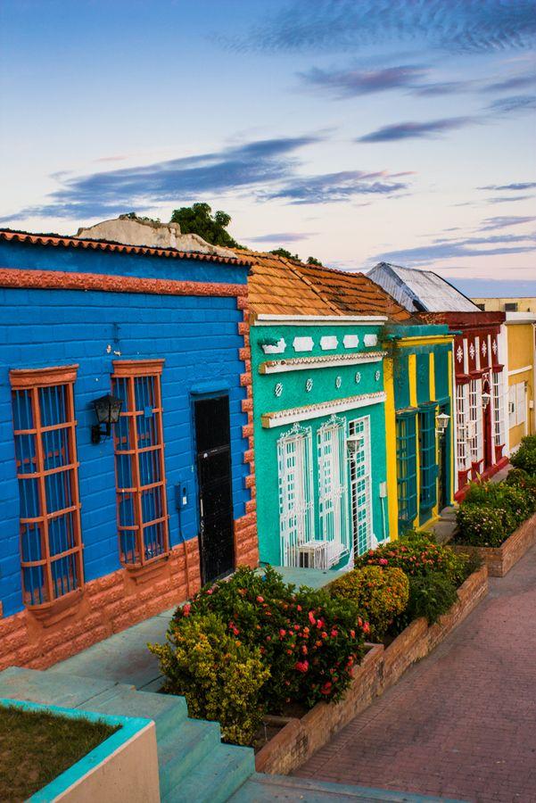 Santa Lucía uno de los barrios más coloridos de #Maracaibo #Venezuela…