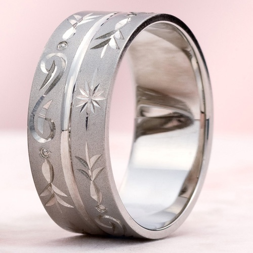 """結婚指輪 二藍-hutaai- 藍と紅色の交築による鈍い青みの紫。二藍-hutaai-の「藍」は染料という意味で、紅と藍の二種の染料に由来します。クールにもかわいいにも、どちらにも表情を変えることの出来るでざいんです。    Wedding ring   2 indigo-blue-hutaai - Purple of the blunt blueness by indigo blue and red.   """"Indigo blue"""" of 2 indigo-blue-hutaai- means it as dye, and originates in red and two sorts of indigo dye.   cool -- it is also lovely -- it is a design which can change expression into both."""
