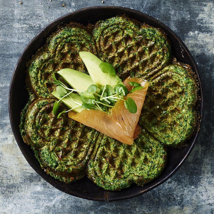 Glutenfri spinatvafler med laks og avocado