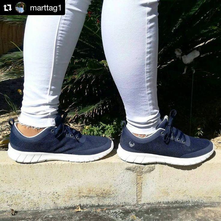 ¿Una #sneaker para combinar con todas tus prendas e ir a la moda? Os hablamos de nuestro modelo Alma. La zapatilla más molona de #suecos. Comodidad y estilo para tus pies. ¿Qué os parece si la añadimos a nuestras prendas como El blog de Martta? En azul Navy. El color de esta temporada.¡Moda, salud y bienestar en forma de zapatilla!
