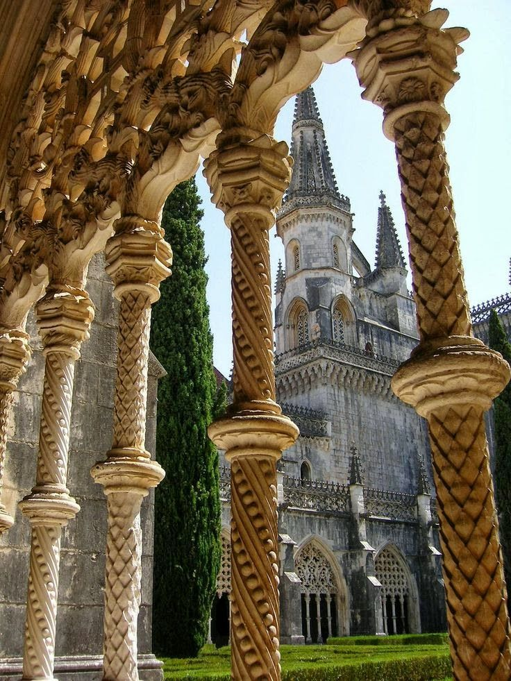 """Batalha Monastery, Portugal [Pillars of Heavens with """"elbows"""" and """"knees""""]"""