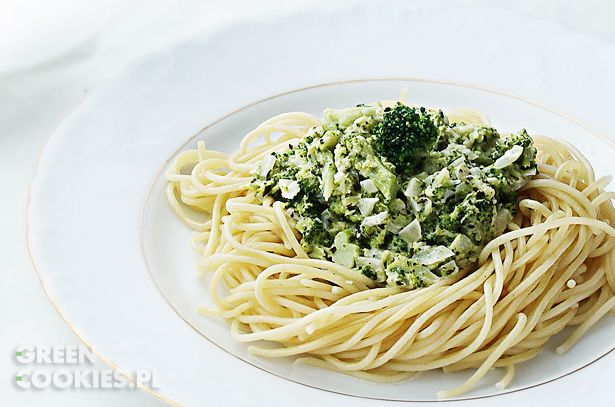 Zdrowy, pyszny przepis na makaron z sosem brokułowym, zdrowo i bez mięsa na obiad