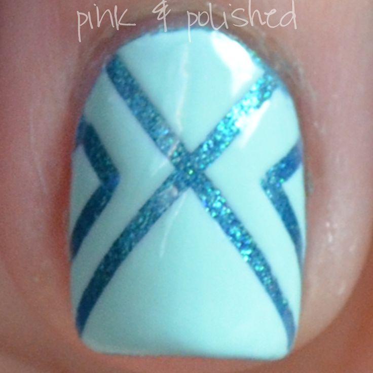 Decoracion de uñas en turquesa con lineas en turquesa perlado