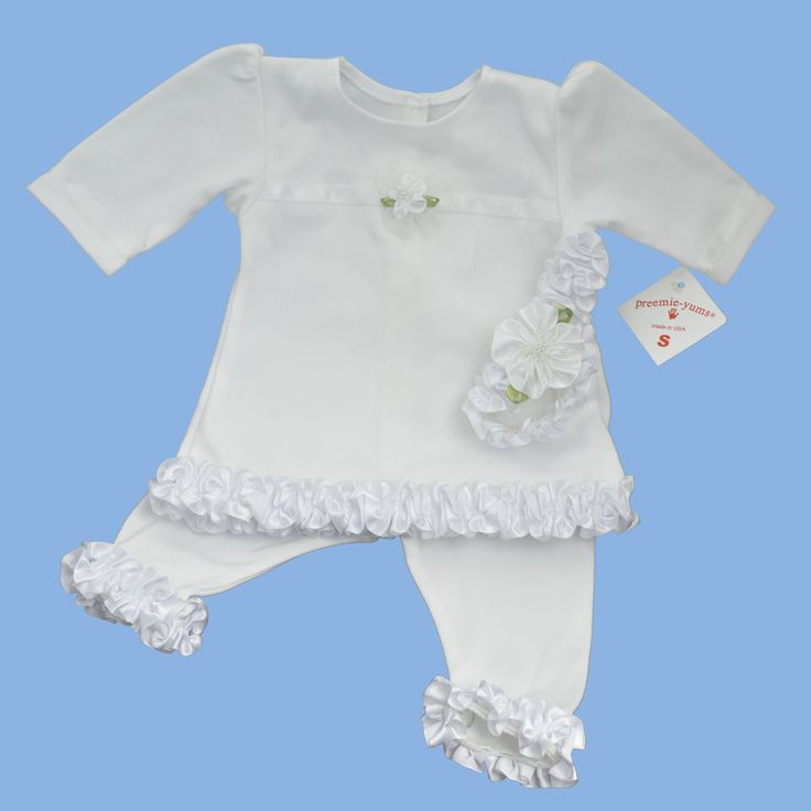 This is a gorgeous premmie girl's outfit, made of quality soft cotton interlock, it features a frilly trim and white ribbon headband. Size: 1.8-2.7kg (4-6lbs) Brand: preemie-Yums http://premmieto2.com.au/product/premature-baby-clothes-premmie-girls-fancy-top-leggings-headband/