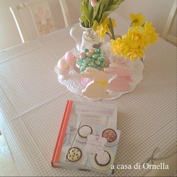 """Ornella ha la passione dell'arredamento, una predilezione per narcisi e tulipani, un cane che si chiama Laika, e """"Fragole a merenda"""" sul tavolo... #quifragoleamerenda"""