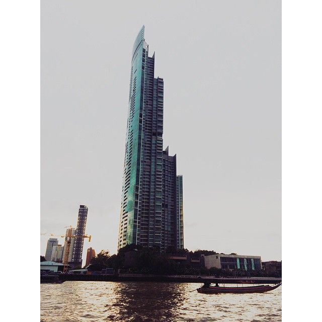 #latepost #VSCOcam #architecture #building #river #architexture #chaopraya #skyscraper #urban #thailand #boat #cities #town #street #art #sathorn #architecturelovers #bluesky #instagood #beautiful #archilovers #backpacker #lookingup #composition #geometry #perspective #geometric #sky #sunsets