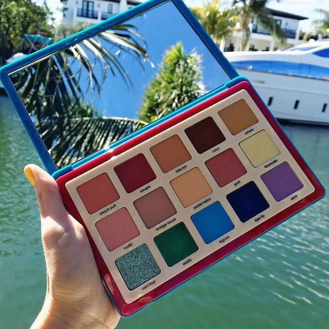 Natasha Denona sure knows how to create beautiful eyeshadow palettes! Just look at these eyeshadow shades! So many different beautiful eyeshadow looks you can create! Gives us such makeup inspiration!
