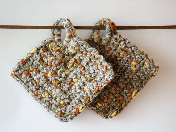 2 hanging pot holders in handspun wool by KororaCrafters