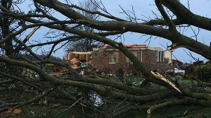 Possible Tornado Strikes Adairville, Kentucky, as Severe Storms Hit the South; At Least 1 Dead - The Weather Channel